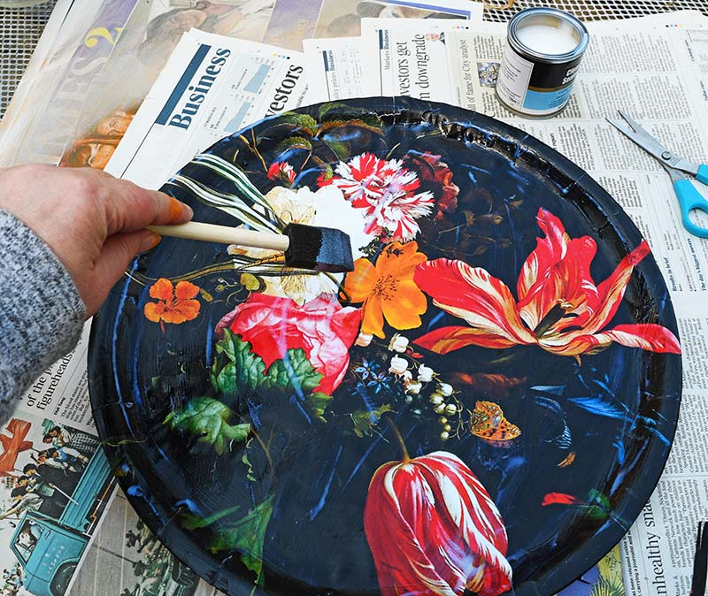 sealing the flowers decoupage with varnish