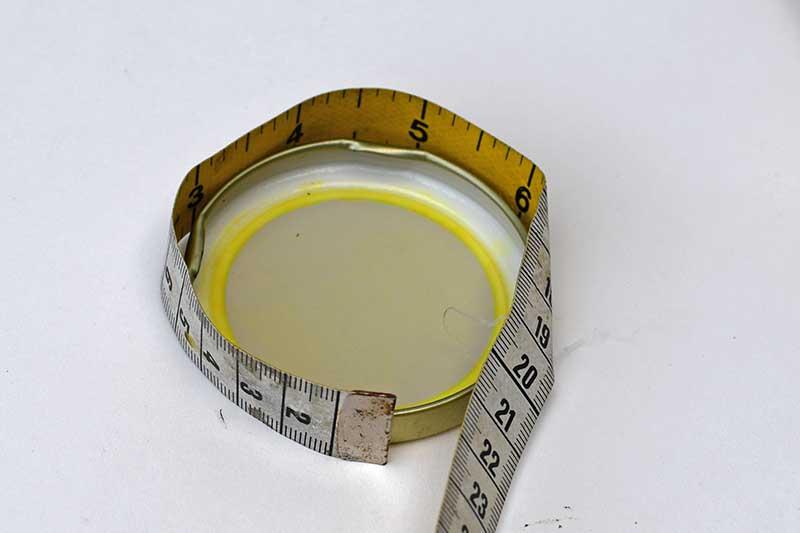 Measuring the jar lid